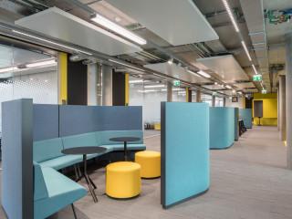 奧地利數位軟件企業 色彩分層創意辦公室設計