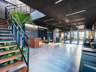 剛柔輝映現代輕工業風 波蘭家具公司辦公室設計