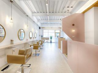 1F輕甜夢幻 2F剛毅現實 風格分明的二階髮廊