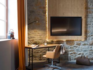法國歷史古城舊軍營 改建溫馨現代風格飯店